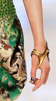 Mcqueen, bracelet -- Love it #GoldBracelets