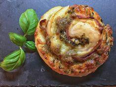 Pizzasnurrer med tangpesto-tomat.                        Det er klart at det er litt uvanleg, men kvifor skal ein ikkje kunne bruke tangpesto som alternativ til tradisjonell pizzasaus? Når den attpåtil er med tomat, så bør dette vere eit spanande og sunt alternativ.