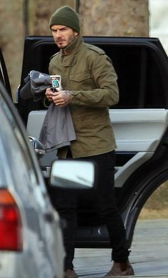 Holding the fort: David Beckham carries his daughter Harper's belongings as he heads home in London on Tuesday evening Style Casual, Preppy Style, Men Casual, Stylish Men, My Style, Mode Masculine, Military Fashion, Mens Fashion, David Beckham Style