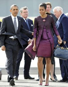 The Obamas first met the Queen in before returning to the UK for the 2011 state visi. African Wear Dresses, Latest African Fashion Dresses, African Print Fashion, African Attire, Barrack And Michelle, Michelle And Barack Obama, Mens Fashion Wear, Fashion Outfits, Dame Chic