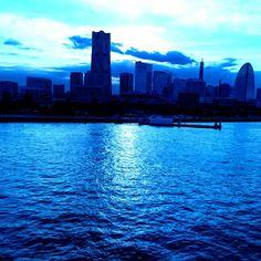 #blue #横浜大桟橋 #YOKOHAMA #大桟橋から #青く撮れた (横浜港大さん橋国際客船ターミナル 大さん橋ホール)