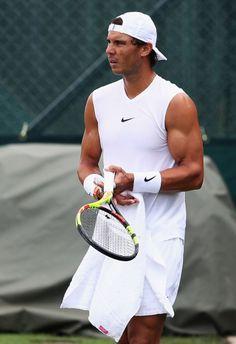 Rafael Nadal Fans – Latest news, pictures and video on Rafa Nadal, Grand Slam champion. Tennis Rafael Nadal, Rafael Nadal Fans, Nadal Tennis, Tennis Fashion, Tennis Stars, Sport Man, Wimbledon, Tennis Players, American Football