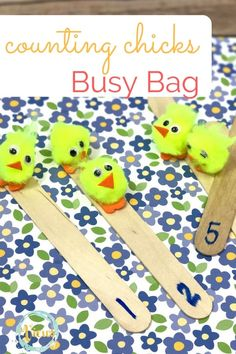 This counting chicks busy bag is great for preschoolers to work on counting practice, and for toddlers to work on some small motor skills and color identification.