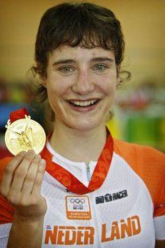 Dutch cyclist Marianne Von wins gold in Women's Road Race