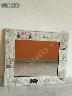 Marco estilo vintage con espejo