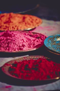 One day, i'll go to India and celebrate Holi Holi Photo, Holi Festival Of Colours, Holi Colors, Free People Blog, Blue Saree, Happy Holi, World Of Color, Over The Rainbow, Color Photography