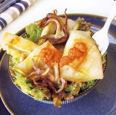 Cuttlefish with greens is a traditional Tuscan way of cooking cuttlefish; you can also use octopus or squid. Shellfish Recipes, Cuttlefish, Italian Recipes, Spinach, Seafood, Cabbage, Easy Meals, Food And Drink, Menu