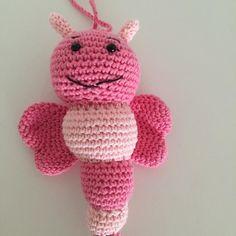mosterpis:: En lille lyserød bi #lilleliis #lilleliispattern #diy #crochet #amigurumi #hæklet #bi #bug #bugrattle #homemade #gift #babyshower