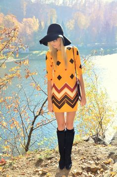 Perfect hat and boots for this seventies style dress.