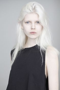 Ola Rudnicka  bleached hair and eyebrows