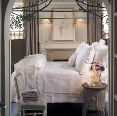 Romantic and serene bedroom/Timeless and tranquil interior design decorating ideas on Hello Lovely to inspire your own classic decor/Pamela Pierce/Giannetti Home/Shannon Bowers/Veranda/Milieu