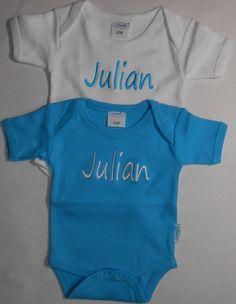 rompertje blauw en wit met naam. http://www.borduurkoning.nl/shop/baby_textiel/rompertje