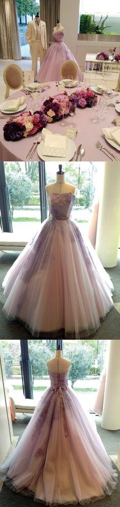 Mia Via FESTA/カラードレス「Coco」。繊細且つ豪華な刺繍レースをトップにあしらい、透明感たっぷりのチュールを使用したAラインのドレスです。柔らかなラベンダー色は、流行キーワード「大人可愛い」印象を醸し出してくれます。ドレスのカラーとマッチさせた会場コーディネートも優しく可憐な印象で素敵でした!