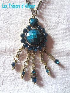 Sautoir Style Oriental d'un Bleu-Mer éclatant