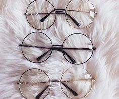 Fake eyeglasses may seem like a perfectly reasonable alternative to buying expensive designer frames. Moreover, these imitation eyeglasses will not do harm to your eyes. Soft Grunge, Cute Sunglasses, Sunglasses Women, Sunnies, Harajuku Mode, Harajuku Fashion, 90s Fashion, Style Fashion, Fashion Beauty