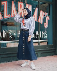 Stylish Ways To Wear Button Skirt For Hijab Outfit – Hijab Fashion 2020 Casual Hijab Outfit, Hijab Chic, Hijab Dress, Street Hijab Fashion, Muslim Fashion, Skirt Fashion, Swag Style, Modele Hijab, Hijab Fashionista