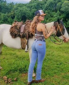 Cowgirl Look, Cowgirl Style Outfits, Cowgirl Jeans, Sexy Cowgirl, Cute Country Girl, Country Women, Vaquera Sexy, Bus Girl, Horse Girl