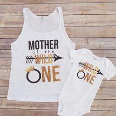 Mamá y yo juego salvaje y un camisa conjunto conjunto de