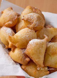 Gogosi rapide cu iaurt Brunch Recipes, Baby Food Recipes, Dessert Recipes, Cooking Recipes, Romanian Desserts, Romanian Food, Festive Bread, Food Wishes, Good Food