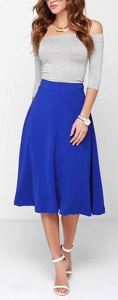 Esta es una falda. No puedo vestir pero puedo comprarlo para mi madre. El color de la falda es azul. Mi madre le gusta vestir esta tipo de ropa.
