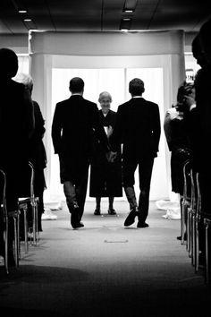 Love this silhouette! #gaywedding