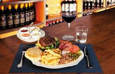 Hambuger from florence. Florence Restaurants, Healthy Hamburger, Favorite Recipes, Beef, Hamburgers, Canning, Origins, The Originals, Farms