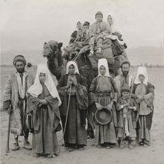 Bethlehem-بيت لحم: Women of Bethlehem 95 - (late 19th, early 20th c.) 1919 - Palestinians from Bethlehem on their way to Jerusalem