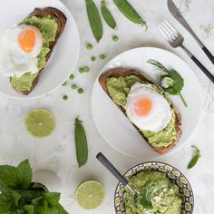 Avocado, peas and feta on toast with poached eggs - Love Your Gut Complex Carbohydrates, Sources Of Dietary Fiber, Sourdough Bread, Poached Eggs, Avocado Toast, Feta, Clean Eating, Breakfast, Health