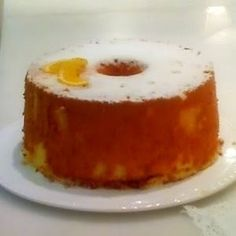 Ingredientes 5 ovos 2 chávenas de açúcar 3 chávenas de farinha 1 chávena de óleo alimentar 1 chávena de sumo de laranja raspa de 1 la...