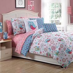 Truly adorable, this Emily Reversible Twin Complete Comforter Set is reversible and offers two print designs in shades of pink and white. It includes everything needed to fully dress your child's bed.