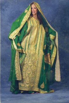 Traditional outfit from the Arabian Gulf. Thobe nashal. ثوب تراثي عربي.   jalabiya 8bf54a475