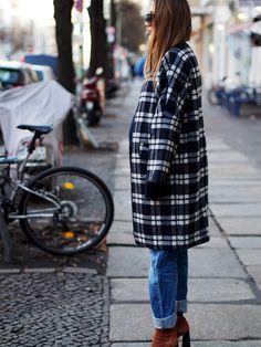 #plaid #tartan #karomuster #woolcoat #coats #wintercoat #parkalondon #boyfriend #jeans #denim #oversize #oversized #layering #wrappedup #stylethebump #mommytobe #style #streetstyle #berlin #fashionblogger #helloshopping #preggo #AsSeenOnMe #asos #suede #zara #boots