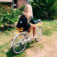 Uploaded by Camila Alderete. Find images and videos about girl, summer and blonde on We Heart It - the app to get lost in what you love. Surf Live, Joy Of Life, Bike Style, Pretty Photos, Tan Skin, Beach Bum, Summer Vibes, Summertime, Bicycle