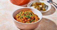 Zöldbabos rizses hús recept egyszerűen   Street Kitchen Curry, Feta, Dog Food Recipes, Bacon, Ethnic Recipes, Curries, Dog Recipes, Pork Belly