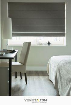 Witte, zwarte en linnen vouwgordijnen passen goed bij een landelijke woonkamer, slaapkamer of keuken. Ook in een industrieel of modern interieur kunnen ze goed. Ideaal bij openslaande deuren en goed te combineren met overgordijnen. Zelf maken hoeft niet, Veneta.com maakt alles op maat.