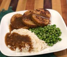Field Roast celebration roast dinner with brown gravy, rice, and peas #vegan #fieldroast Vegetarian Stuffing, Vegetarian Thanksgiving, Vegetarian Dinners, Vegan Gravy, Christmas Dinner Menu, Homemade Beef Stew, Roast Dinner, Roasted Meat, How To Grill Steak