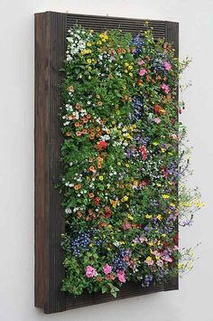pallet garden To beautify your workplace or house, vertical gardening is filed with the most novel and outstandingly modern ideas. Those eye-catching, green living walls with colorful flowers impart stylish and mind-blowing chic to the place. Garden Wall Designs, Vertical Garden Design, Vertical Planting, Small Garden Wall Ideas, Verticle Garden, Vertical Pallet Garden, Vertical Wall Planters, Vertical Bar, Jardim Vertical Diy