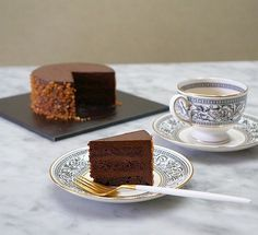 [OC] Rich Chocolate layered cake (646x590)