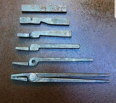 Tong Progression - The Best Welding Projects Examples, Tips & Tricks Horseshoe Projects, Metal Projects, Welding Projects, Horseshoe Crafts, Horseshoe Art, Forging Tongs, Forging Knives, Forging Metal, Blacksmith Tongs