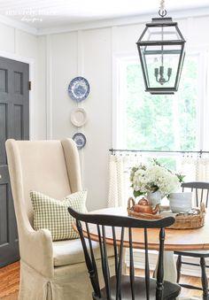 English Cottage Kitchens, English Cottage Style, Cottage Style Homes, Cottage Dining Rooms, Country Dining Rooms, Small Sitting Rooms, Summer House Interiors, English Decor, Living Room Lighting