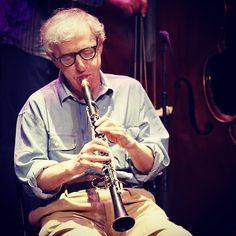 El director de cine, Woody Allen, y su banda de jazz, dieron un pequeño concierto en Antibes, Francia. Foto: EFE