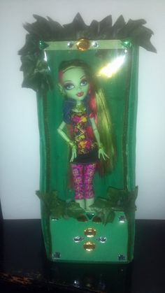 Monster High Venus McFlytrap Bed or Display  by AuntLisasDolls, $18.00