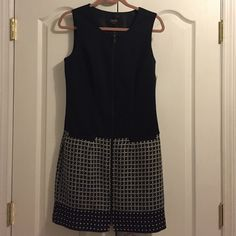 Black and patterned dress by Laundry Great dress for work. NWT. Front is completely zipped up. Laundry by Shelli Segal Dresses