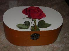 Caixa de Madeira com rosa Vermelha (Decoupage)