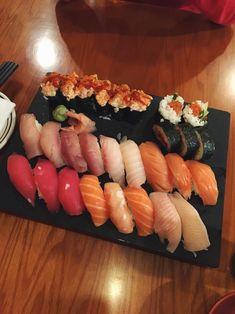 SUSHI Sushi Salad, Asian Recipes, Healthy Recipes, Good Food, Yummy Food, Best Food Ever, Exotic Food, Aesthetic Food, Sashimi
