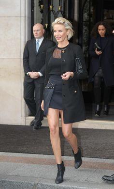 Cameron Diaz leaves her Hotel The Four Seasons to go to a Versace fashion show in Paris. Cameron Diaz Style, Blonde With Blue Eyes, Versace Fashion, Paris Shows, Confident Woman, Celebs, Celebrities, Paris Paris, Paris France