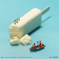 Miniature calendar Japanese artist tatsuya tanaka since 2001 has been creating miniature scenes of everyday life for his Miniature Calendar series on a daily basis. Minis, 365 Day Calendar, Miniature Calendar, Miniature Photography, Photo D Art, Tiny World, People Art, Japanese Artists, Miniture Things