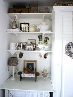 Pretty shelf corner!