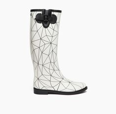 Just simple Rain boots? // Unbelivably stylish // I hope for the rain. All About Shoes, Beautiful Shoes, Black Boots, Rubber Rain Boots, Shoe Boots, Snow White, The Unit, Nude, Stylish