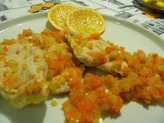 Ancora una ricetta con le arance?  Potrei essere ripetitiva, ma che ci posso fare?  Dal giardino sotto di me sale un enorme arancio che n...